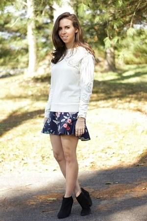 navy floral Zara skirt - ivory embellished H&M sweatshirt