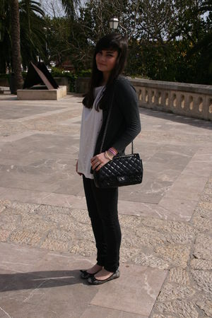 gray Zara cardigan - white H&M shirt - black purse - black Zara jeans - gray Zar