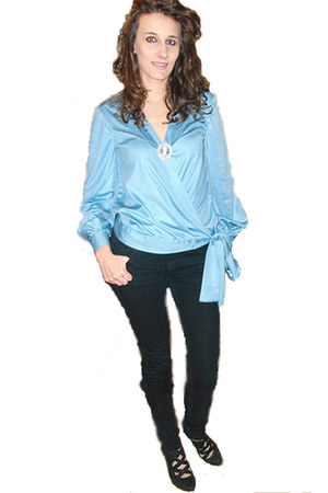 sky blue made by my mum blouse - black Stradivarius jeans - black solo soprani s