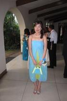 blue dress - green dress