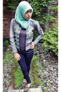 Grey-parachute-shoes-dust-jeans-kain-sarung-blazer-grey-shirt