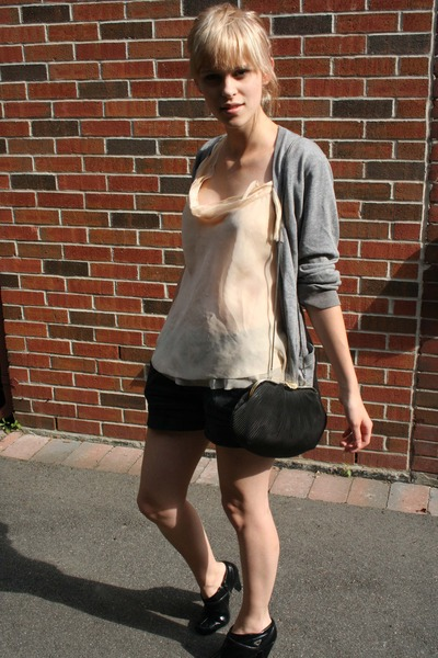 Carrie top - H&M - Gap shorts - shoes -