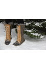 Camel-sorel-boots-black-puffy-ski-northface-jacket