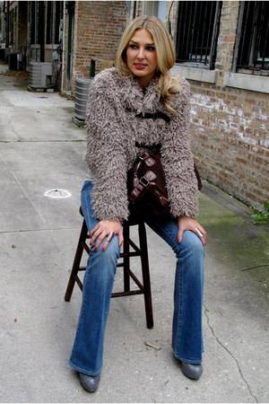 beige furry Plastic Island jacket - heather gray chunky Pour La Victoire boots
