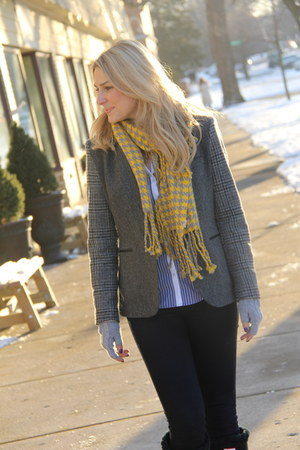 brown tweed Zara blazer - yellow lace-up Hunter boots