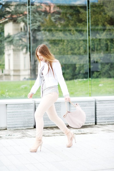 neutral very simple jacket - light blue rafrigue shirt - bubble gum Laura bag