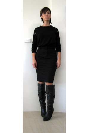 black Live Girl top - black Kookai skirt - black Novo boots - silver zellers