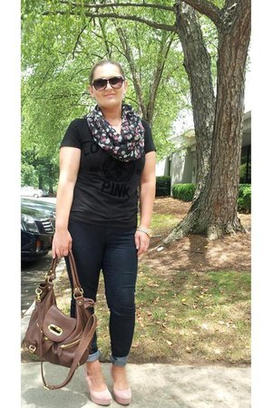 Seven jeans - Love Pink shirt - Jessica Simpson scarf