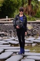 black vintage jacket - blue grtz boots - blue Levis jeans - blue Mango shirt