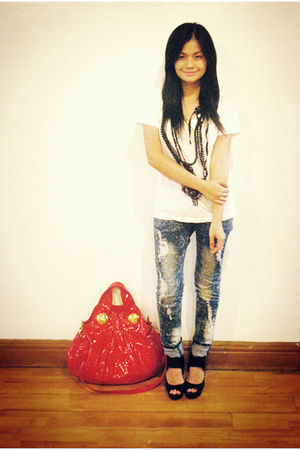 white Zara t-shirt - blue jeans - black H&M shoes - red Gucci purse - black H&M