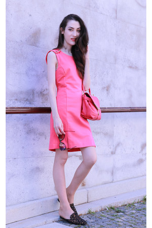 salmon cocktail slit Juicy Couture dress - hot pink tote see by chloé bag