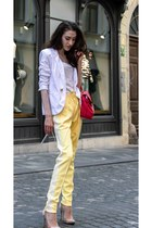 white tailored Stella McCartney blazer - white cat eye Le specs sunglasses