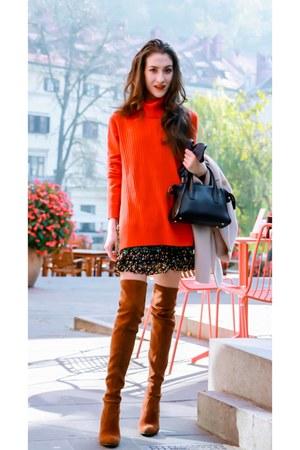 red turtleneck tory burch sweater - crimson stuart weitzman shoes