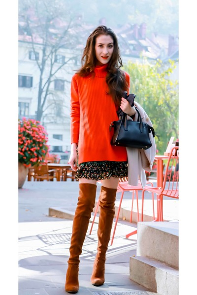 0b2eb6c1e20 red turtleneck tory burch sweater - crimson stuart weitzman shoes