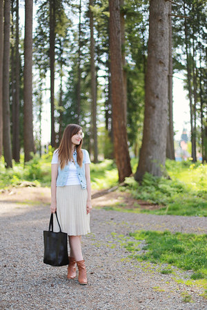 Gap vest - Aldo Shoes boots - banana republic bag - Gap t-shirt - vintage skirt