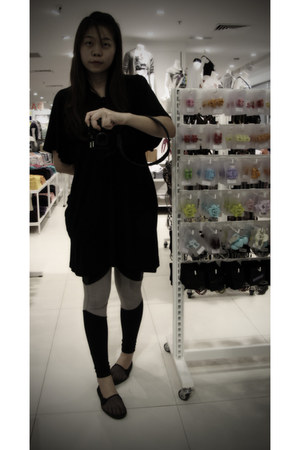 black H&M leggings - black Uniqlo top - black Topshop pumps