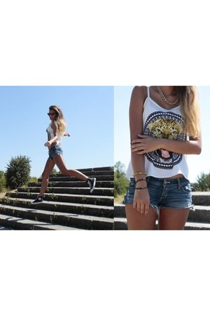 DIY bracelet - American Eagle shorts - Converse sneakers - H&M top