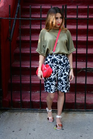 red lips H&M bag - black Topshop shorts