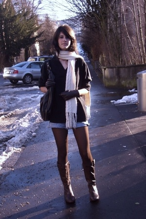 sweater - scarf - shorts - tights - boots - gloves