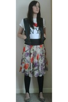vintage top - Ebay t-shirt - Matalan skirt - Matalan leggings - Primark shoes