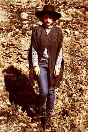 Dr Martens shoes - vintage hat - vintage blouse