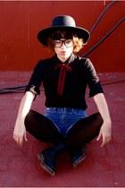 Dr Martens boots - vintage hat - Market glasses