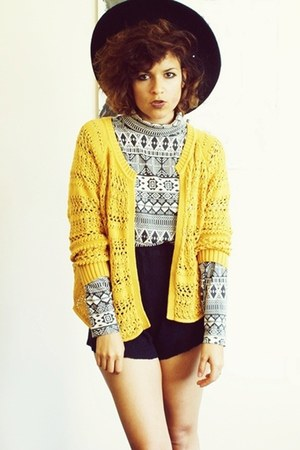 vintage top - Zara shorts - Primark cardigan