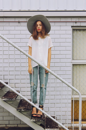 silver hat Lack of color hat - blue denim OASAP jeans