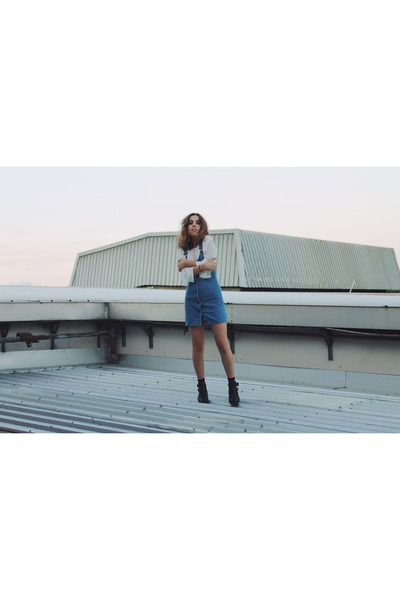 Sky-blue-ziggy-denim-dress-white-missguided-top