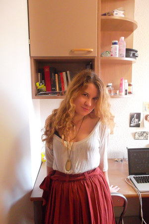 brick red Mango skirt - white Stradivarius top - neutral SIX necklace