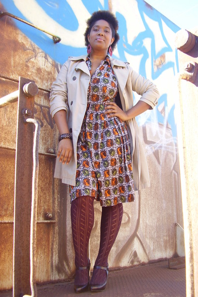 print etsy vintage dress - crimson pumps Ross shoes - camel trench Old Navy coat
