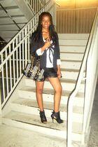 black Secondhand blazer - black boots - black vintage purse - black vintage shor
