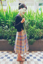 light purple plaid midi vintage skirt - black cropped H&M sweater