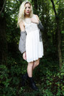 Black-lace-up-boots-white-chiffon-dress