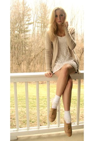 beige oxfords Forever 21 shoes - white lace Forever 21 dress - socks