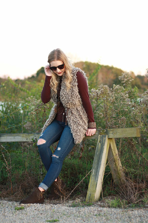 faux fur Forever 21 vest - brown booties BEARRPAW boots