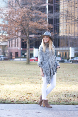 gray Rosegal hat - taupe booties modcloth boots - white denim Nordstrom jeans