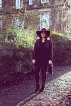 black Ebay shoes - magenta Primark hat - black Ebay leggings