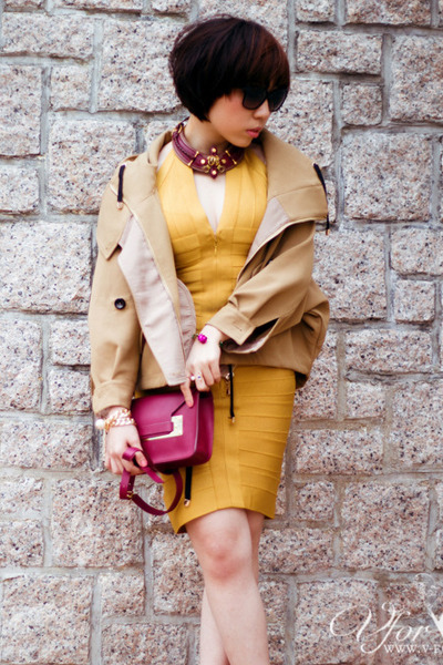 brick red Sophie Hulme bag - gold herve leger dress - tan Twisted Sisters coat