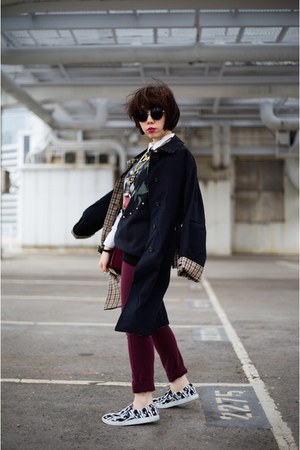 black trench coat DAKS coat - brick red Sophie Hulme bag
