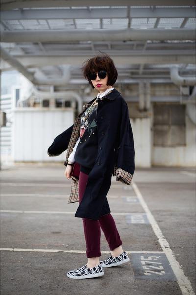 black trench coat DAKS coat - brick red Sophie Hulme bag