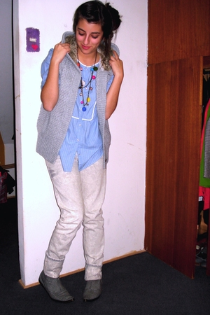 Pepe Jeans jeans - Hold me Tony necklace - Bs As shoes - Zara blouse - Falabella