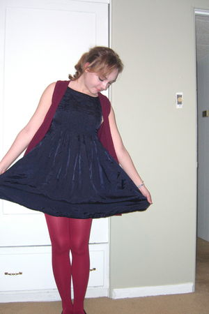 red random brand from Bloomingdales tights - blue H&M dress - red Forever 21 car