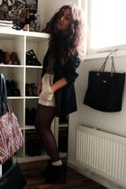 black moms vintage blazer - gold Zara top - beige Zara shorts - beige Primark so