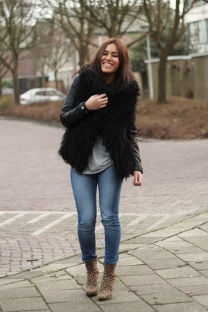 camel Bershka boots - blue Monki jeans - black H&M jacket - heather gray H&M top