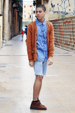 79691066cf3 blue pull bear shirt - dark brown Hugo Boss boots - light blue Zara shorts
