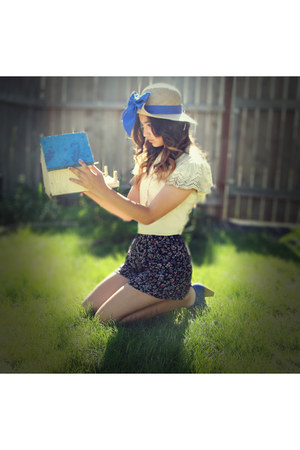 blue hat - black Forever21 shorts - beige blouse - blue heels