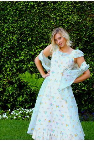 white floral maxi Von Vixen Vintage dress