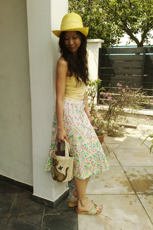 yellow Victoria Secrets top - green vintage skirt - green scholls shoes - yellow