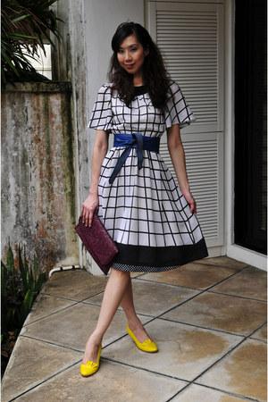 black thrifted vintage dress - maroon vintage bag - blue vintage belt - yellow d